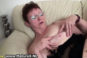 lustful old mamma is widening her legs part6