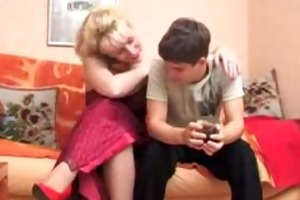 slutty d like to fuck seduces younger gentleman