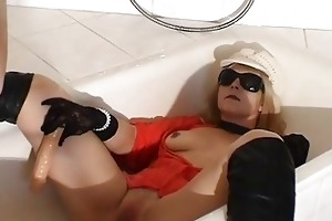 urinate drinking doxy wife in the bath