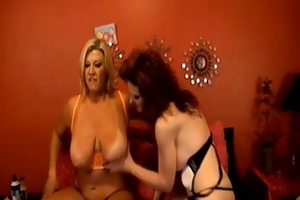 sexy aged lesbo doing gold show