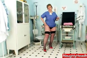 bulky amateur-mom vilma crazy urinate gap opening