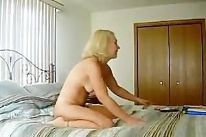 tracy from chicago fucking and engulfing dildos