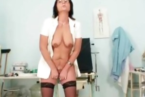 old bitch toys her pierced bawdy cleft on