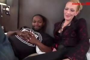 slim mommy receives pounded by mandingo