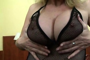 breasty d like to fuck playing with hard nipps