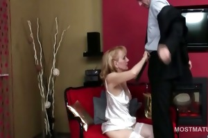 dong addict mature hoe gives oral stimulation and
