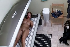 blond large whoppers mother i tannning her body