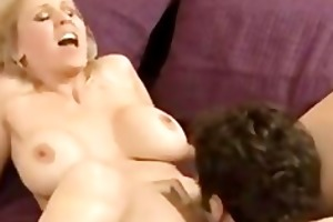 golden-haired floozy likes riding knob