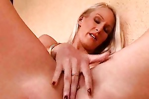 mother i hotty masturbates her drenched twat solo