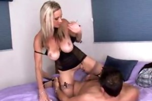 sexy cougar acquires mouthful of cum