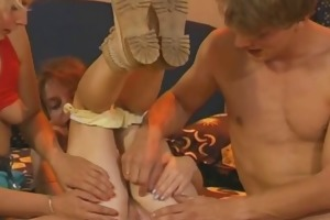 amateur mommy trains her daughter to engulf and