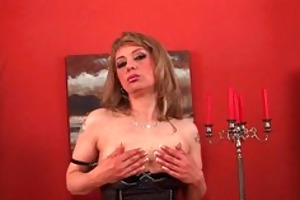 sultry aged lady stretches her wanton snatch and