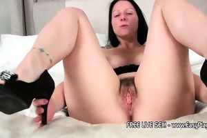 hawt d like to fuck amber widens her legs