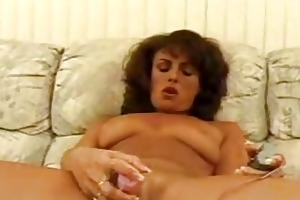 older chick toying shaggy cunt