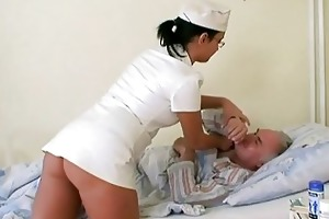 grand-dad chick fucking the nurse
