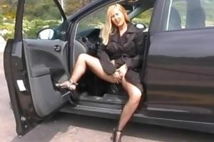 dogging doxy in car park using vibrator