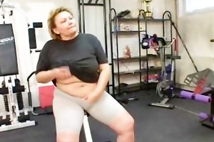 plump older exercises her wazoo
