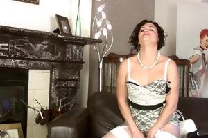 sofia matthews plaputs a sex-toy in her snatch