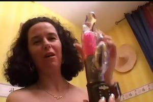 une francaise aged se branle avec son vibro