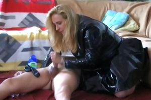 amateur housewife blow job and tugjob with spunk