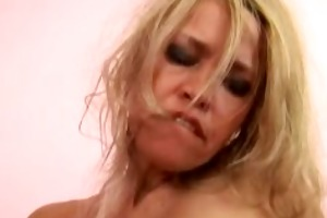 russian mamma finger and toy banging