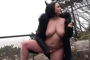 eager sarahs public nudity and hawt mum flashing