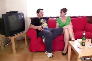 anal loving mama jumps on knob