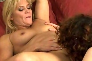 lesbo mommas have hotty on cutie in bedroom