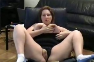 corpulent mamma rubs her putt on tape